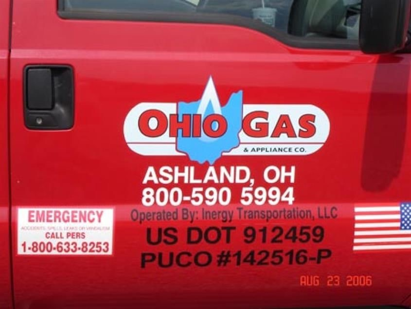 Custom vehicle graphic labelling and decals